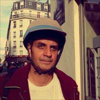 J'aime mon nouveau casque pour faire du vélo en ville