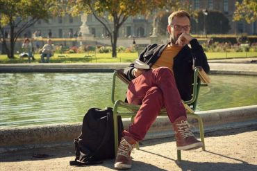 Lecture dans le jardin des Tuileries