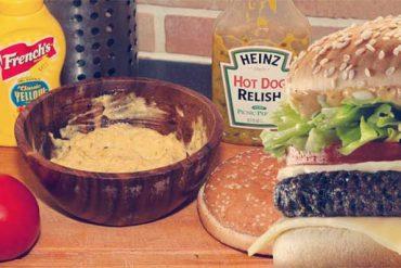 Préparation de la recette pour faire une sauce Big Mac