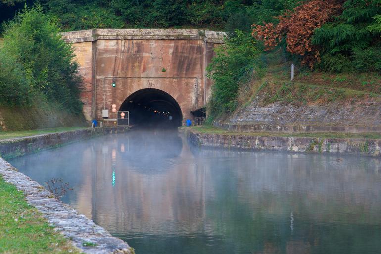 A sept heures nous étions devant le tunnel prêt à partir