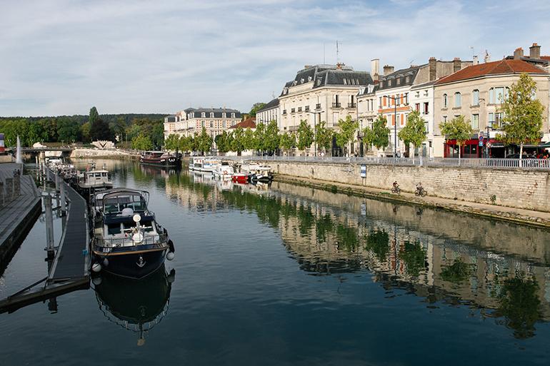 Dans la Ville de Verdun le long de la Meuse